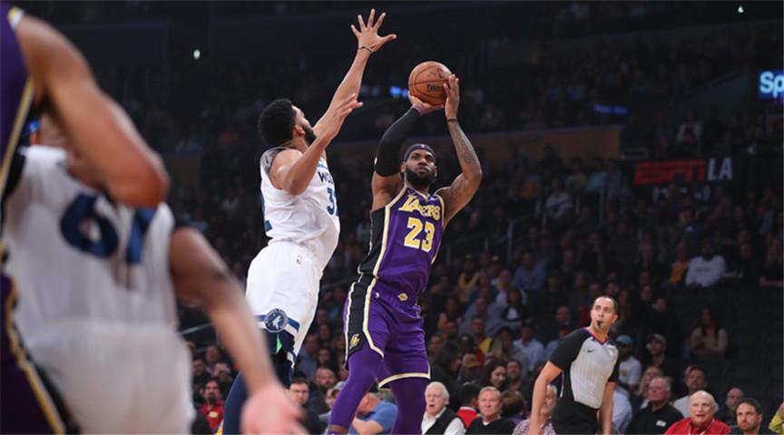 NBA:湖人养老队,主场大胜老鹰并不易!